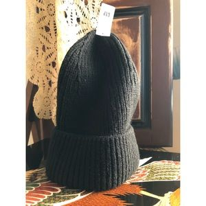 Gap-Cozy-Black -Ribbed Beanie